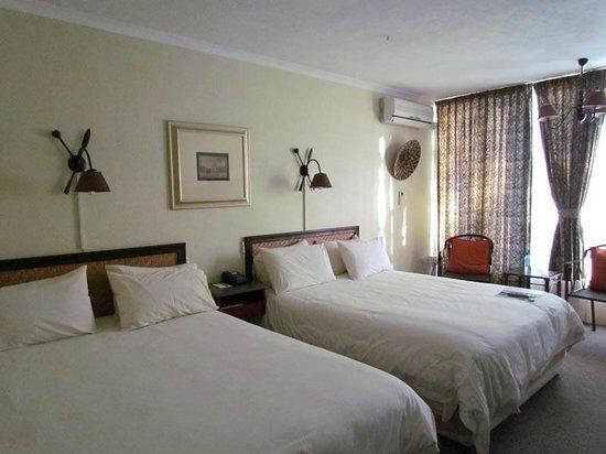 Protea Hotel Hluhluwe & Safaris: La chambre confortable