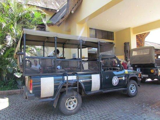 Protea Hotel Hluhluwe & Safaris: En route pour la réserve Hluhluwe