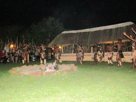 Anew Hotel Hluhluwe & Safaris: Souper Boma sous les étoiles