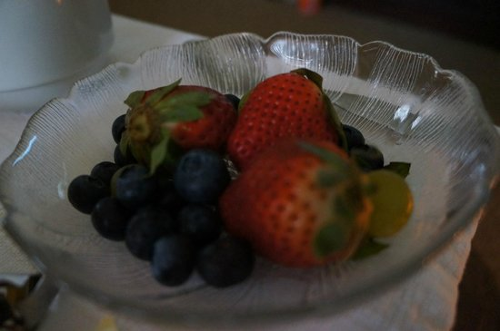 Inn at Gristmill Square: Breakfast delivered to your room - fruit