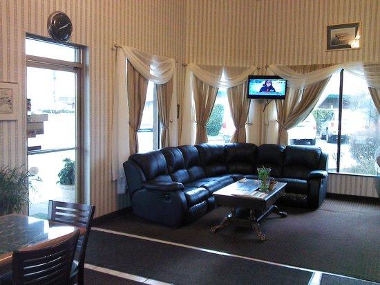 Days Inn Auburn: Lobby