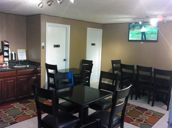 Days Inn Auburn: Breakfast lodge