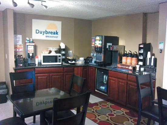 Days Inn Auburn: Breakfast Counter