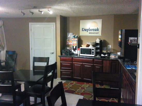 Days Inn Auburn: Breakfast