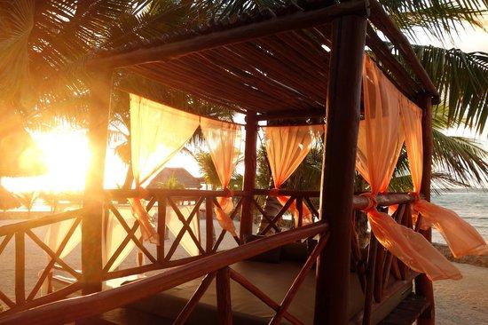 El Dorado Sensimar Riviera Maya:                   Romantic beach beds