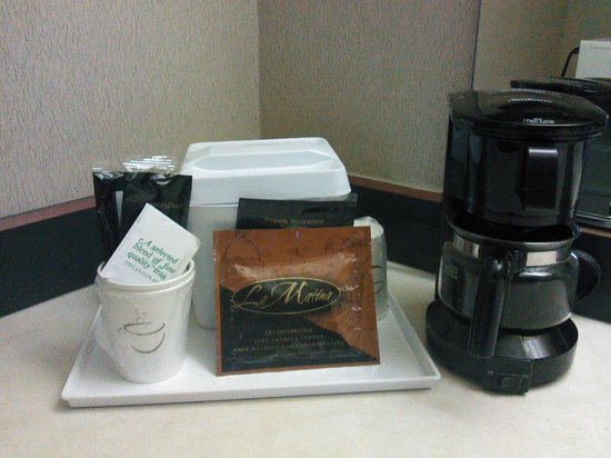 Days Inn Auburn: Coffee Maker