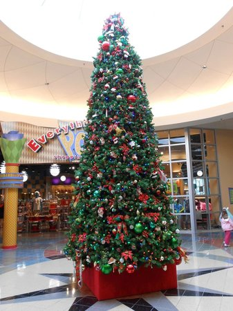 Disney's Pop Century Resort:                   Lobby Christmas Tree