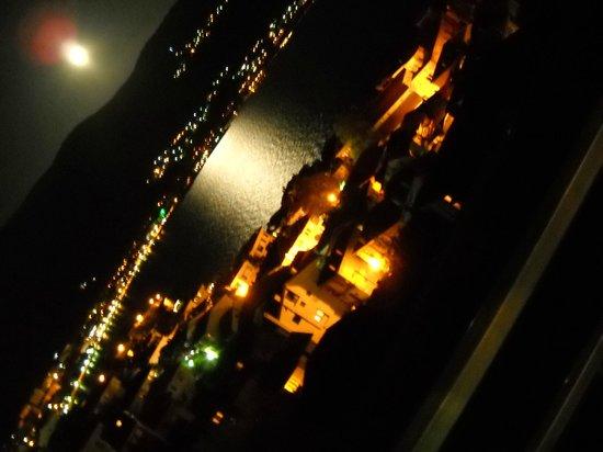Villa Ohrid : a night view from balcony