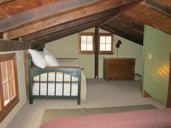 Candlewood Cabins :                   Upstairs loft - opposite view