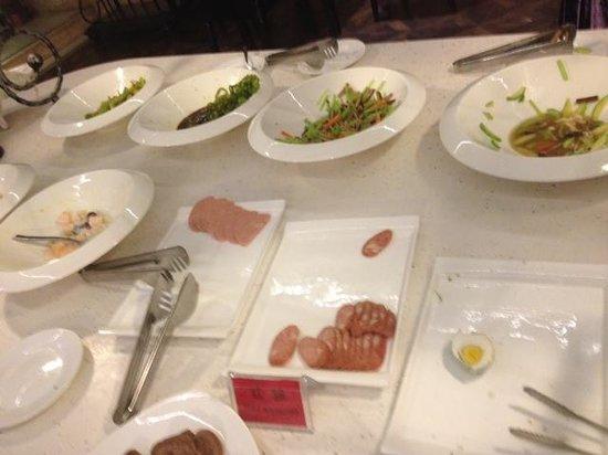 Harbin International Hotel:                                     empty buffet