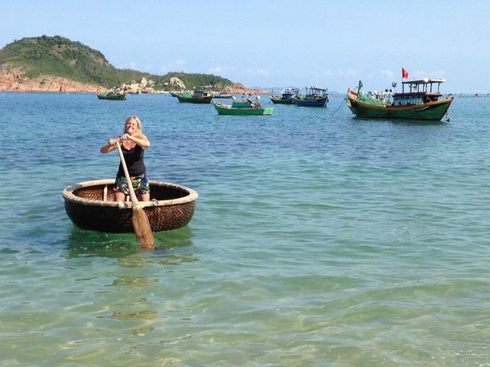 Haven Vietnam: trying out traditional round boat