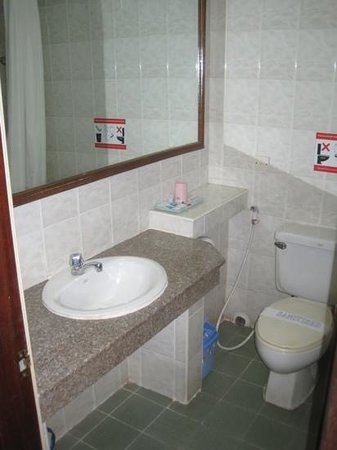 Myanmar Panda Hotel: bathroom