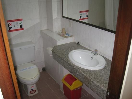 Myanmar Panda Hotel: bathroom 813