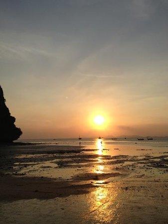 Sand Sea Resort: Sunset Railay west beach.