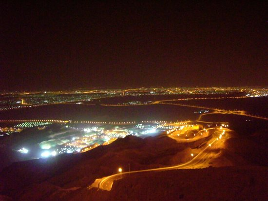 Mercure Grand Jebel Hafeet Al Ain: Stunning view from the edge of the hotel complex.