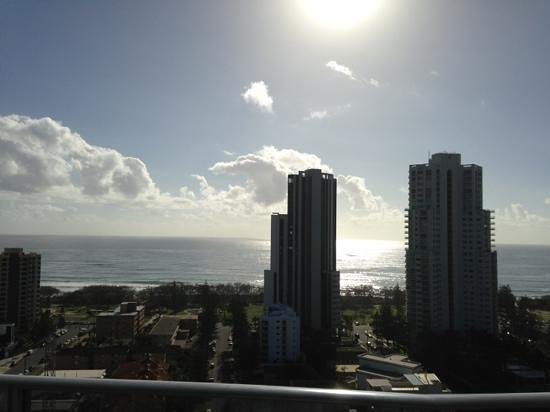 Meriton Suites Broadbeach:                   run rise