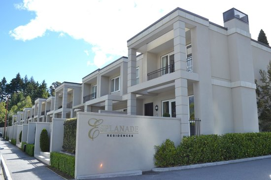 "Esplanade Queenstown: Esplanade Residences, consisting of 16 units of 2-storey ""apartments"" (townhouses)"