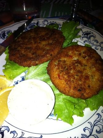 Relief Pitcher Tavern: crab cake perfection! :)