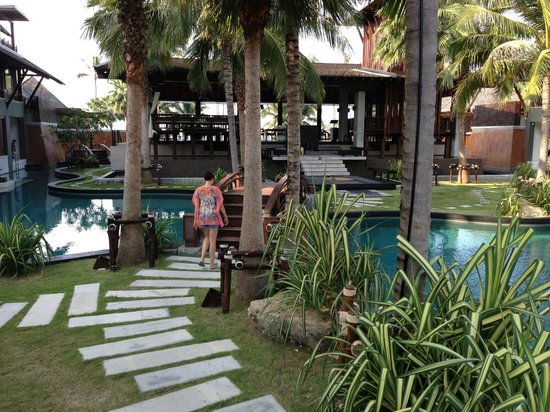 Mai Samui Resort & Spa:                   Hotel restaurant surrounded by the pool