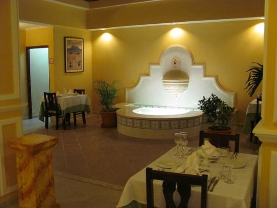 Hotel E Ordono :                   Dining Room Fountain
