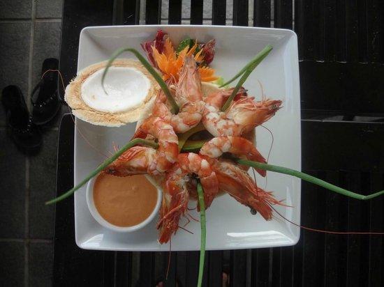 Anantara Mui Ne Resort:                   Swim-up bar dining                 