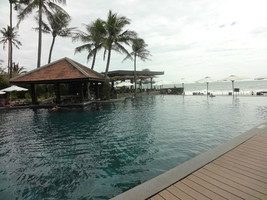 Anantara Mui Ne Resort:                   Pool area