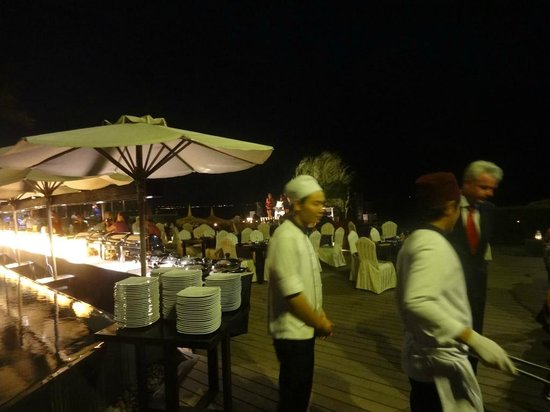 Anantara Mui Ne Resort:                   Outdoor Christmas dinner by the pool