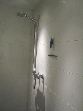 Apartment 17 :                   2nd Floor - Tight bathroom shower