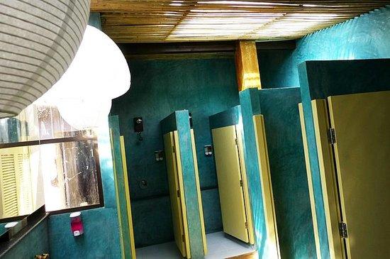 Non La Mer Hostel : Bathroom