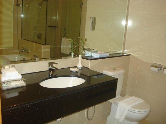 Holiday Inn Melaka:                   Bathroom