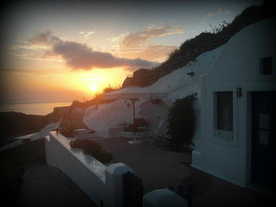 Aghios Artemios Traditional Houses:                   Sunrise from honeymoon suite