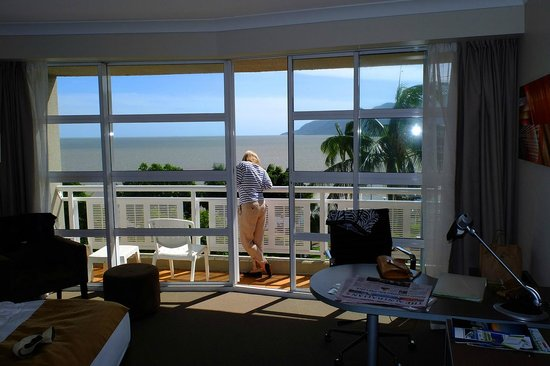 DoubleTree by Hilton Hotel Cairns:                   Room with a View, Holiday Inn, The Esplanade, Cairns