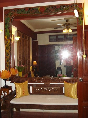 Khmer Surin Boutique Guesthouse:                   grande specchio