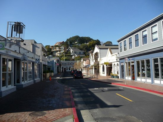 Waters Edge Hotel: Downtown Tiburon