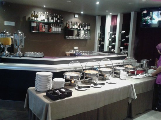 Bliss Boutique Hotel: Breakfast during morning, bar during night