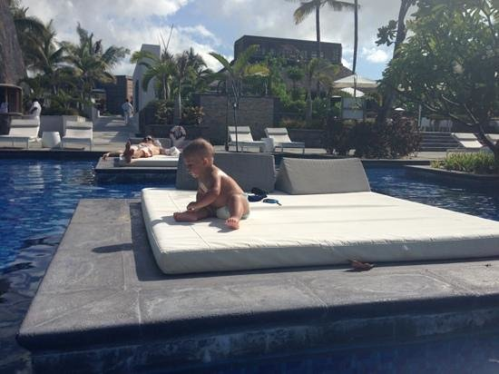 Long Beach Golf & Spa Resort: extra sunny beds in the pool