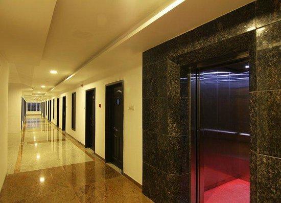Hotel Annamalai International: Room Access Verandah