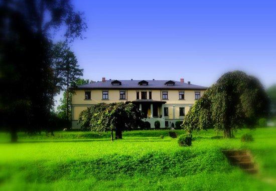 Hotel Grasu Pils:                   Ein wunderschönes Haus in einer atemberaubend schönen Landschaft.