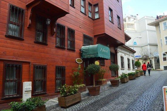 Rose Garden Suites Istanbul:                   Hotel