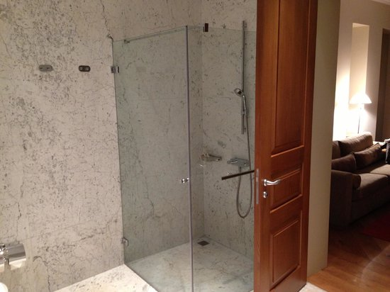 Tomtom Suites: Separate shower
