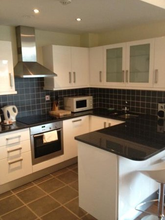 Your Home from Home - Southdock :                   Kitchen