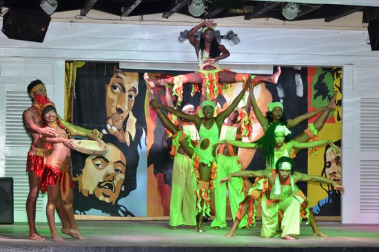 Royal Decameron Club Caribbean:                   Evening entertainment