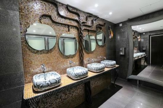 Pinewood Hotel: funky ladies 'Eve' toilets 'the tree of life'