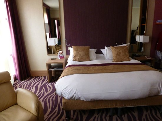 Crowne Plaza Toulouse:                   Very comfortable bed & pillows!