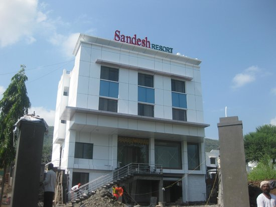 Wai, Индия:                                     Sandesh Resort Provide Amenities are Swimming pool,Health Cl