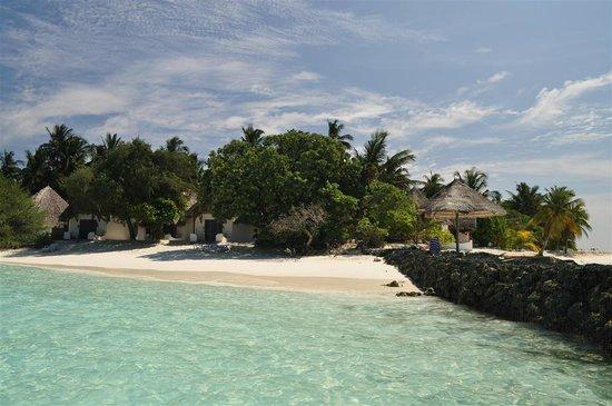 Thulhagiri Island Resort:                   Spiaggia bungalow 123-125 circa