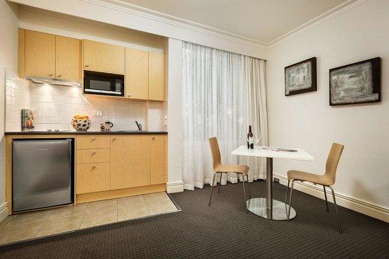Quality Suites Beaumont Kew: Studio Apartment