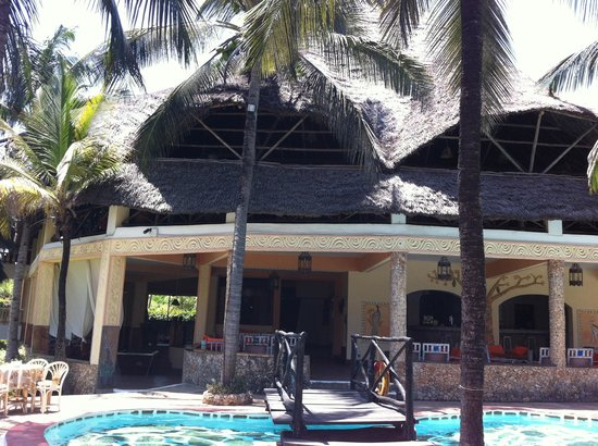 Aquarius Watamu Beach Resort:                                                       Bar e sopra ristorante corpo centrale