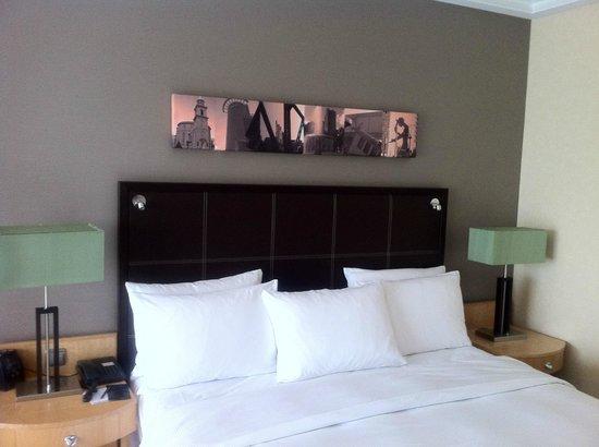 Hilton Frankfurt City Centre: Blick ins Zimmer
