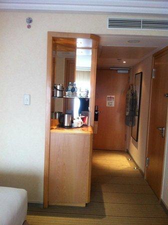 Hilton Frankfurt City Centre: Eingangsbereich Zimmer